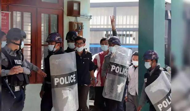 Myanmar coup: Military leaders block Twitter and Instagram