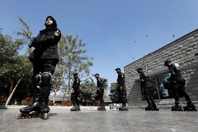 Special Security Unit police members rollerblade during practice at the headquarters in Karachi, Pakistan February 18, 2021. Photo: Reuters/Akhtar Soomro
