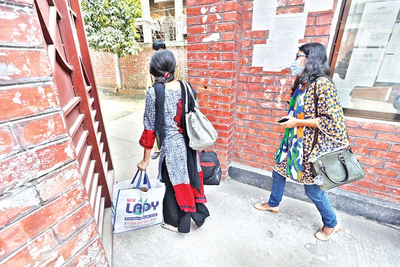 Some students of Jahangirnagar University entering their dormitory despite the university  authorities yet to decide on reopening halls. The photo was taken on Tuesday. 	PHOTO: OBSERVER