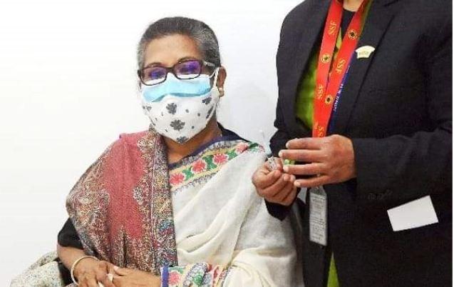 Sheikh Rehana receives coronavirus vaccine