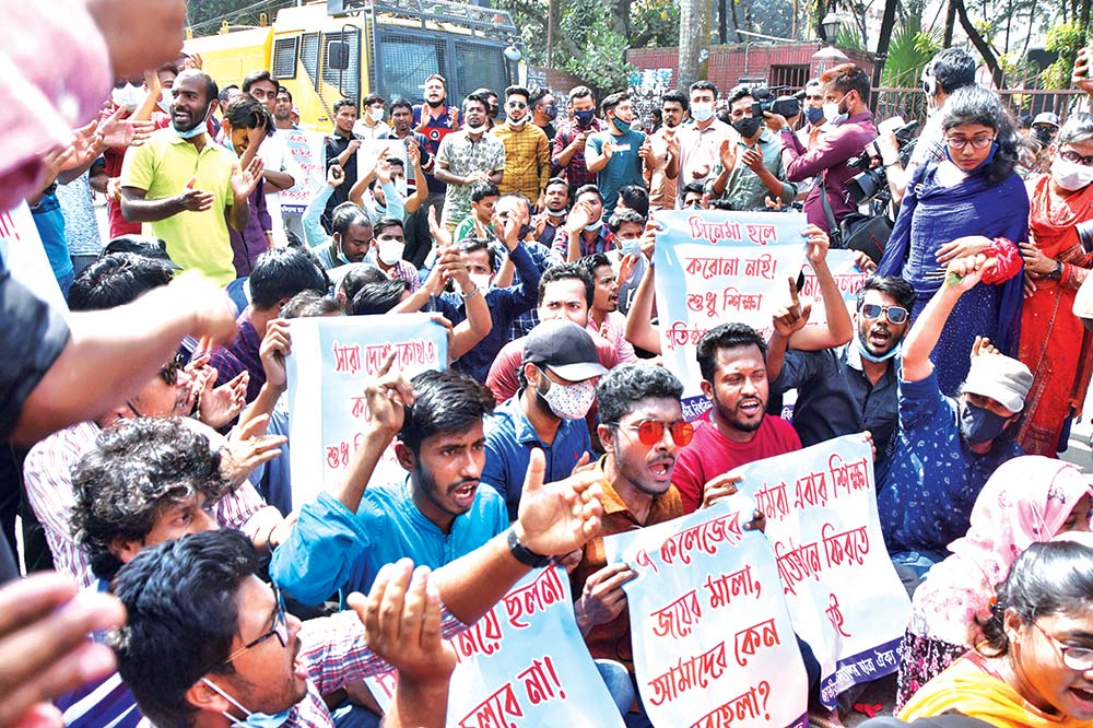 Students of National University stage protest at Shahbag