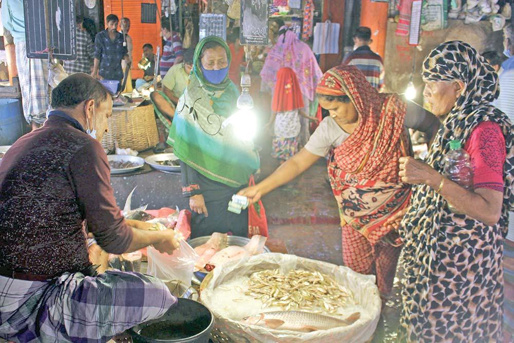 Customers at Karwanbazar Kitchen Market. The picture was taken on Friday.photo : Observer