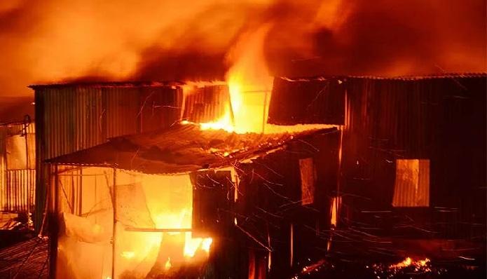 Fire breaks out at Hasina Market in Karwan Bazar