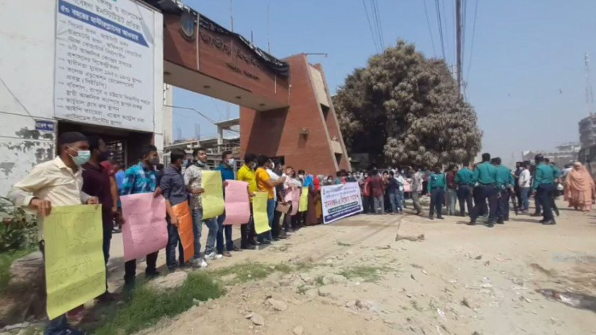 Students block NU gate, demand completion of exams by March