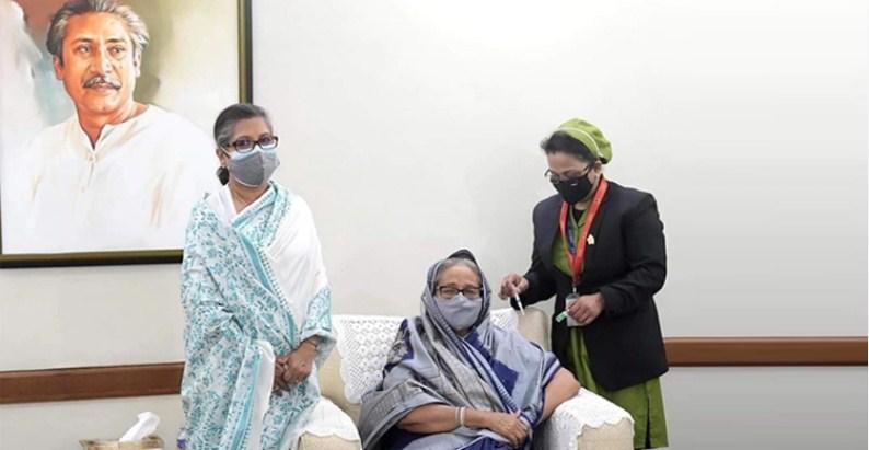 Prime Minister receives Covid-19 vaccine