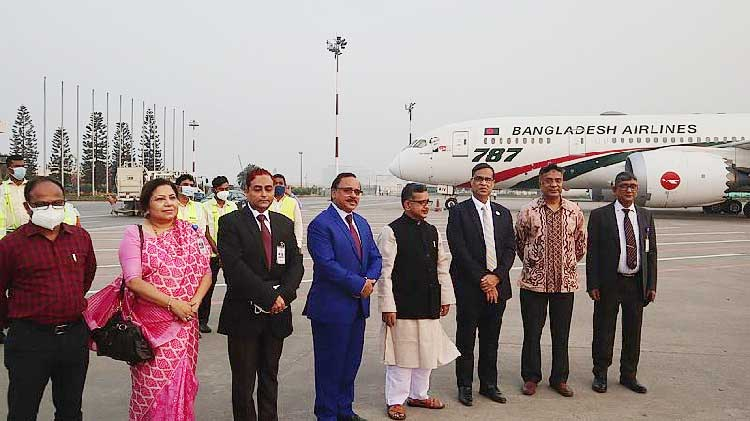 Third 74-seater Dash-8 aircraft 'Shwetbalaka' joins Biman's fleet