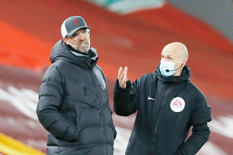 Liverpool's German manager Jurgen Klopp (L) reacts as he talks with the fourth official during the English Premier League football match between Liverpool and Chelsea at Anfield in Liverpool, north west England on March 4, 2021.photo: AFP