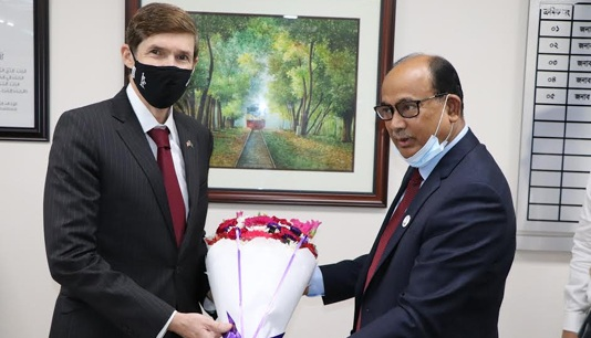 Railways minister seeks US investment in rail sector