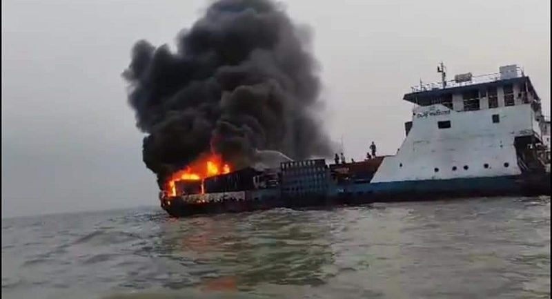 Ferry catches fire in mid river, 8 trucks burnt