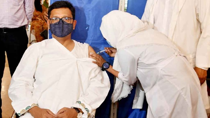 State Minister for Shipping Khalid Mahmud Chowdhury receives his second dose of the Covid-19 vaccine at Bangabandhu Sheikh Mujib Medical University (BSMMU) in Dhaka on Thursday, April 8, 2021 PID