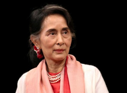 Suu Kyi asks court to let her meet lawyers