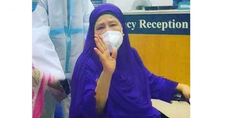Coronavirus infected BNP Chairperson Khaleda Zia has developed the symptom of fever as her body temperature has increased.