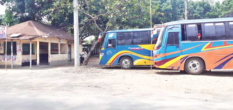 The photo shows buses remained idle at Tentulia during the lockdown.	photo: observer