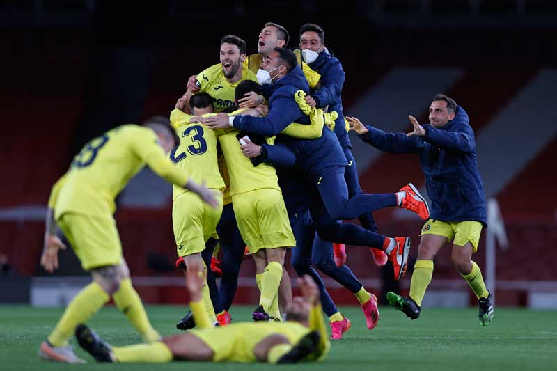 Villarreal players celebrate on the pitch after the UEFA Europa League semi-final, 2nd leg football match between Arsenal and Villarreal at the Emirates Stadium in London on May 6, 2021. The game finished 0-0, Villarreal winning the tie 2-1 on aggregate.photo: AFP