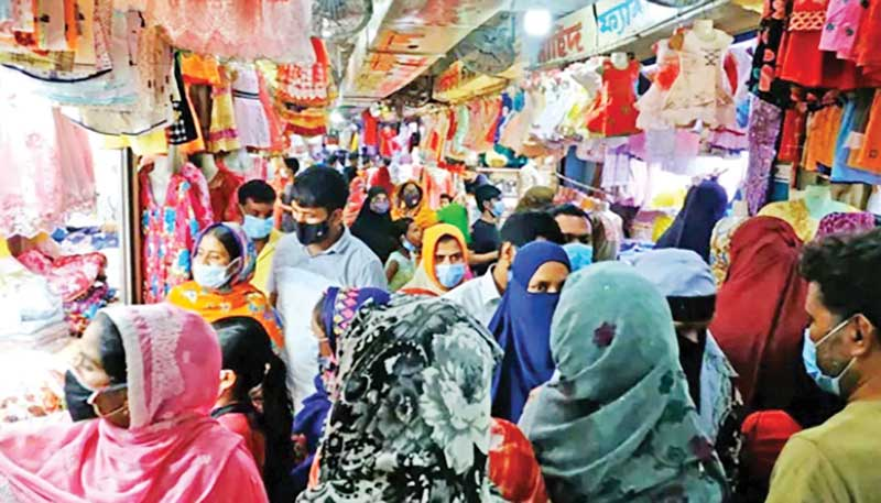 The photo shows Eid-shoppers at a shopping mall in Rajshahi City.photo: observer