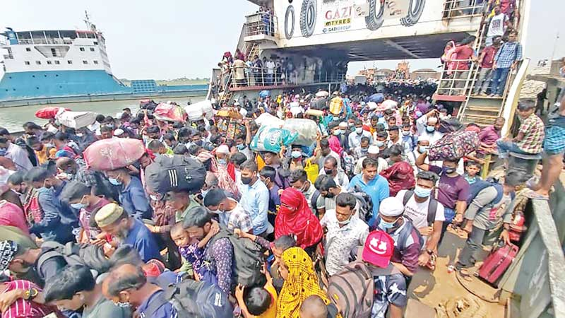Home-bound people crowding ferry ghat on the Banglabazar-Shimulia Route in Shibchar Upazila of Madaripur on Saturday on the occasion of Eid-ul-Fitr.photo: observer