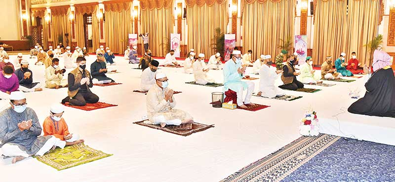 President Md Abdul Hamid offering Munajat after the Eid-ul-Fitr prayers at the Durbar Hall of the Bangabhaban on Friday.photo : pid