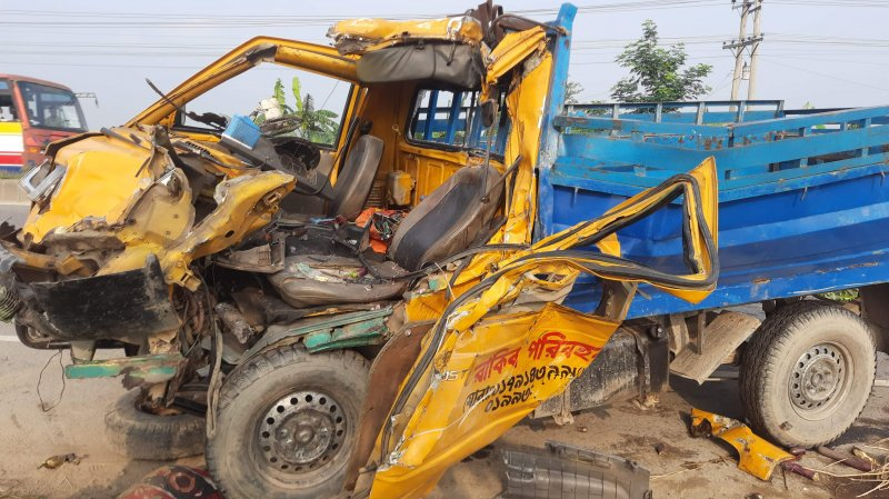 3 of a family killed in M'sing road accident