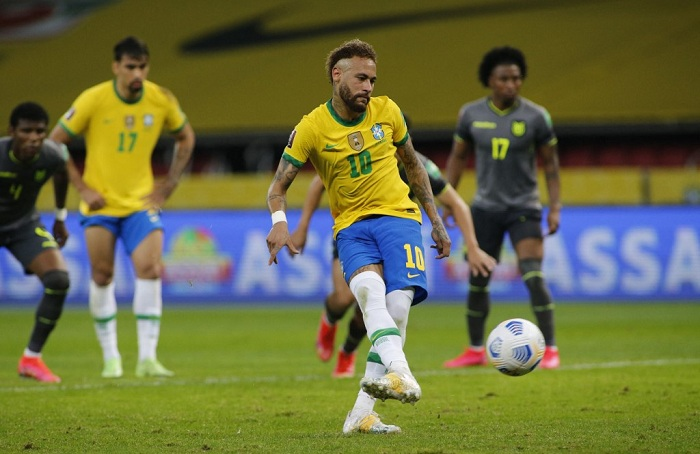 Brazil's Neymar repeats a penalty kick to score against Ecuador during their South American qualification football match for the FIFA World Cup Qatar 2022 at the Jose Pinheiro Borda stadium, better known as Beira-Rio, in Porto Alegre, Brazil, on June 4, 2021. Photo: AFP