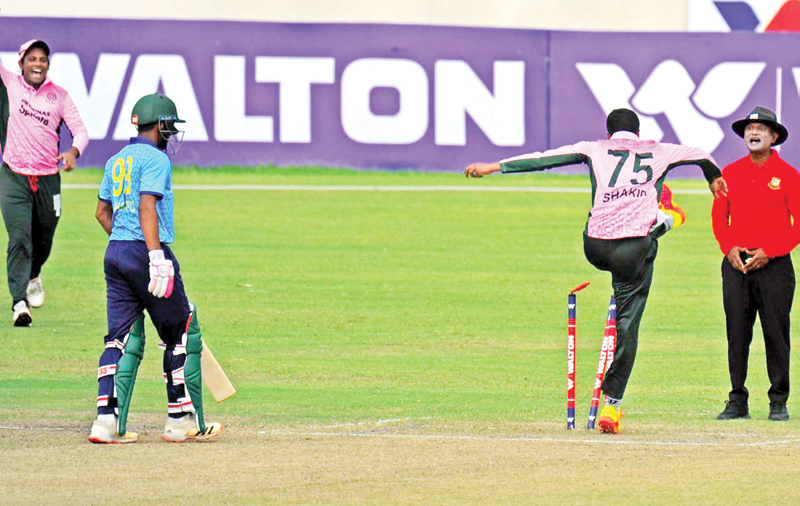 Shakib Al Hasan kicks the stump at the bowlers end when umpires didn't respond to his appeal of a leg-before wicket in his side Mohammedan Sporting Club's crucial match against Abahani Limited at the Sher-e-Bangla National Cricket Stadium on Friday.photo: FACEBOOK