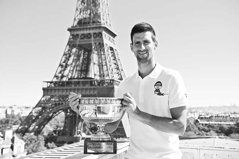 Serbia's Novak Djokovic poses with the trophy in front of the Eiffel tower, on June 14, 2021 in Paris, during a photocall one day after winning the Roland Garros 2021 French Open tennis tournament.photo: AFP