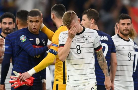 Hummels own goal gifts France win over Germany
