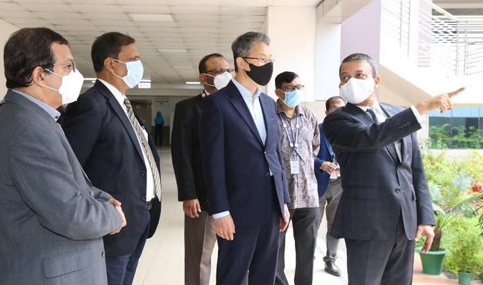 Korean Ambassador Lee visits IUB campus