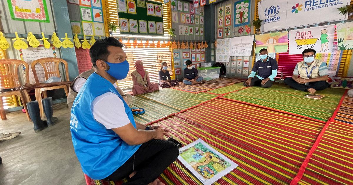 Tahsan visits Rohingya camps