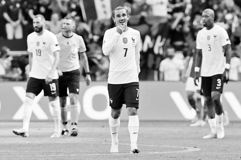France's forward Antoine Griezmann celebrates scoring his team's first goal with his teammates during the UEFA EURO 2020 Group F football match between Hungary and France at Puskas Arena in Budapest on June 19, 2021.photo: AFP