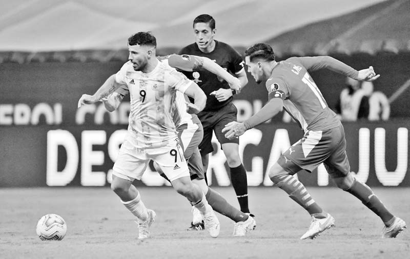 Argentina's Sergio Aguero (L) and Paraguay's Gustavo Gomez vie for the ball during their Conmebol Copa America 2021 football tournament group phase match at the Mane Garrincha Stadium in Brasilia on June 21, 2021.photo: AFP