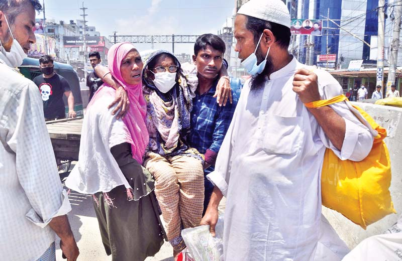 A critical patient coming from the outskirts of the capital being carried to the hospital by her relatives as law enforcers stopped vehicles from entering the city on Wednesday. This photo was taken from Babu Bazar Bridge.  PHOTO: OBSERVER