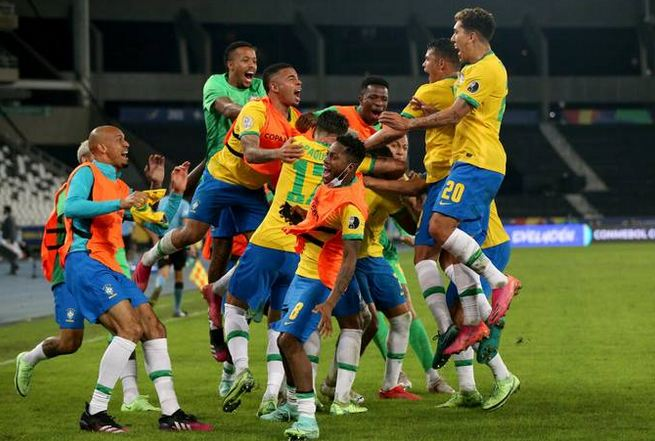 Late goal gives Brazil controversial Copa América win over Colombia