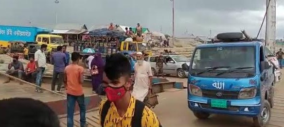 Homebound people gather at Banglabazar-Shimulia route