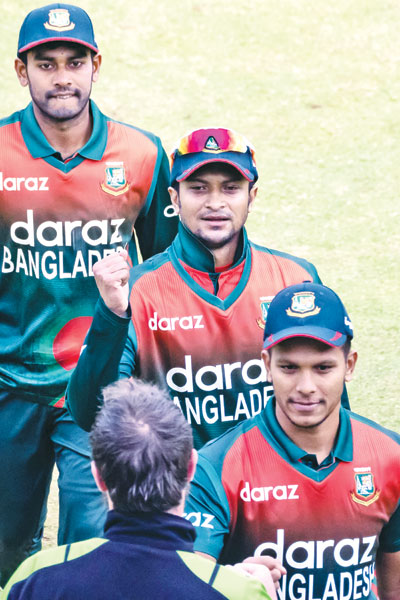 Bangladesh's Shakib Al Hasan (C) is congratulated by Zimbabwe captain Brendan Taylor on taking five wickets at the end of the first ODI cricket match at the Harare Sports Club in Harare on July 16, 2021. photo: AFP