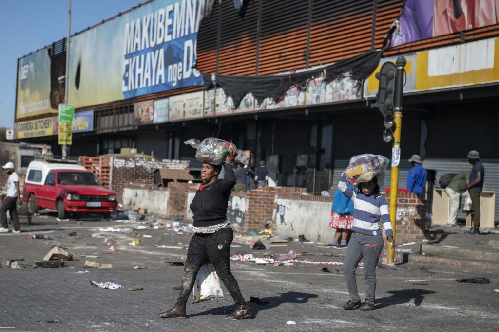 Death toll from South Africa unrest jumps to 337: govt