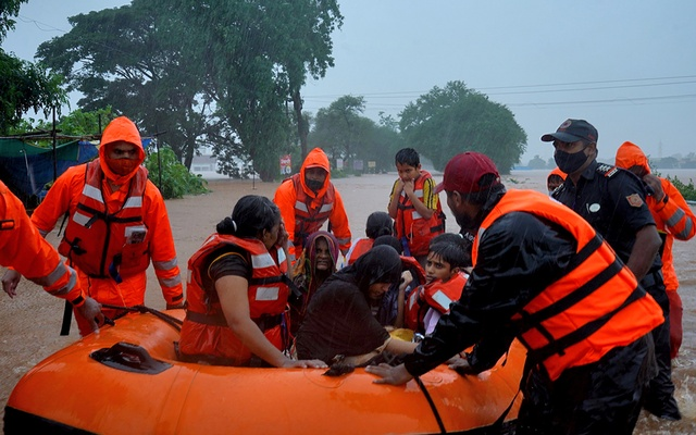 Rescue workers evacuate people from a flooded area to safer places after heavy rains in Kolhapur in the western state of Maharashtra, India, July 23, 2021. Reuters