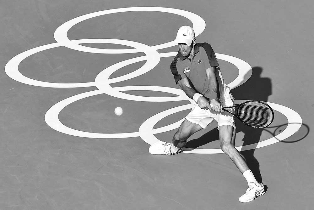 Serbia's Novak Djokovic returns a shot to Bolivia's Hugo Dellien during their Tokyo 2020 Olympic Games men's singles first round tennis match at the Ariake Tennis Park in Tokyo on July 24, 2021.photo: AFP