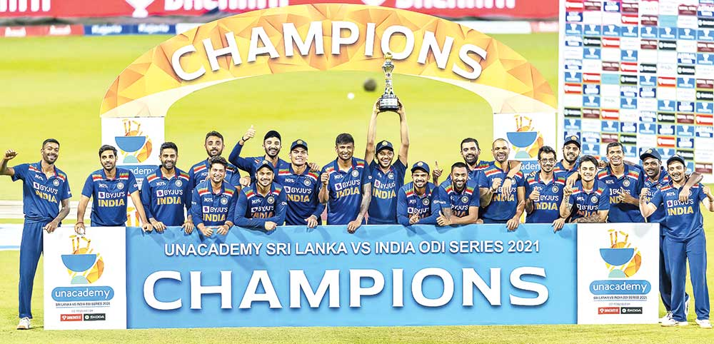 Indian cricket team players pose with the trophy after their win over Sri Lanka in the third one-day international (ODI) cricket match between Sri Lanka and India at the R. Premadasa Stadium in Colombo on July 23, 2021.photo: AFP