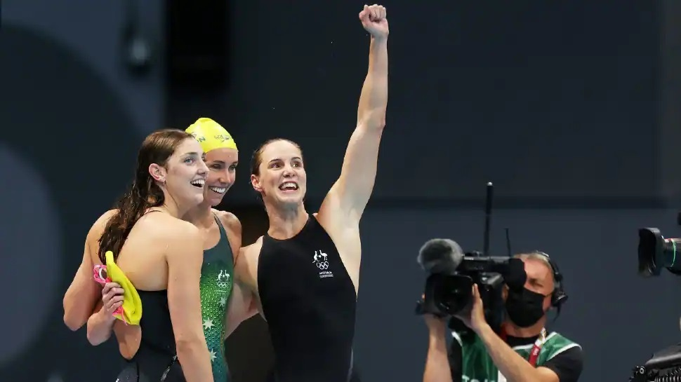 Australian women's 4x100m freestyle relay team which smashed the world record to win gold at Tokyo Olympics. (Source: Twitter)