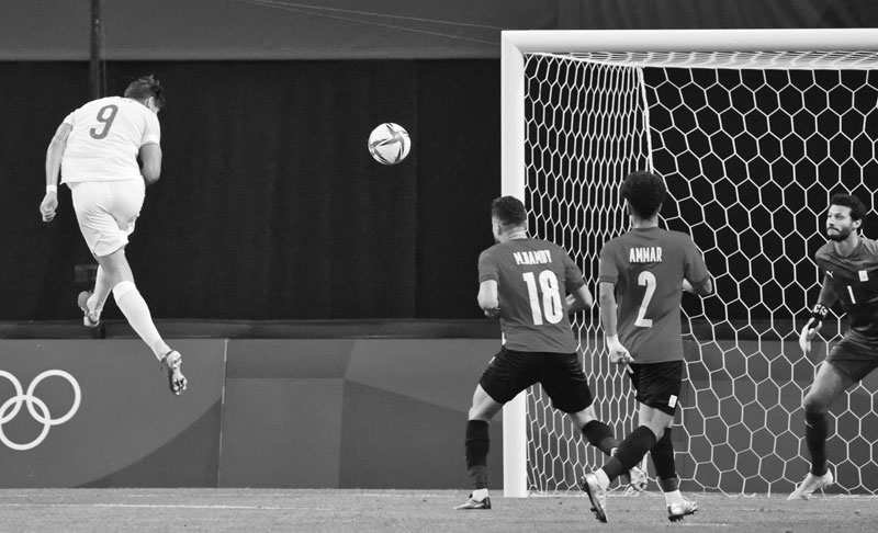 Spain's forward Rafa Mir (L) heads a shot towards the Egyptian goal during the Tokyo 2020 Olympic Games men's group C first round football match between Egypt and Spain at Sapporo Dome in Sapporo on July 22, 2021. photo: AFP