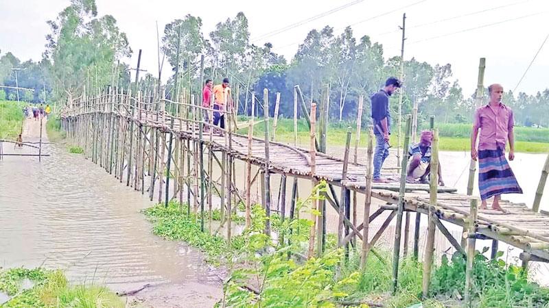 A bamboo bridge over the branch river of the Dhaleshwari at Nagarpur.photo: observer