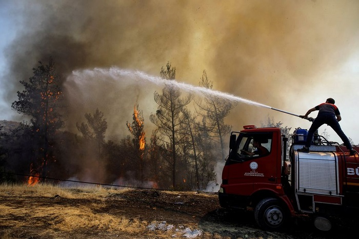 A firefighter tries to extinguish a wildfire near Marmaris, Turkey, on Sunday, August 1, 2021. Photo: Reuters