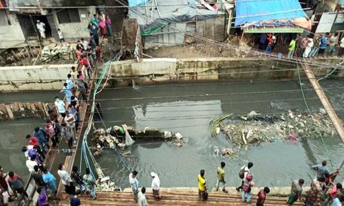 Man falls into Ctg canal still missing