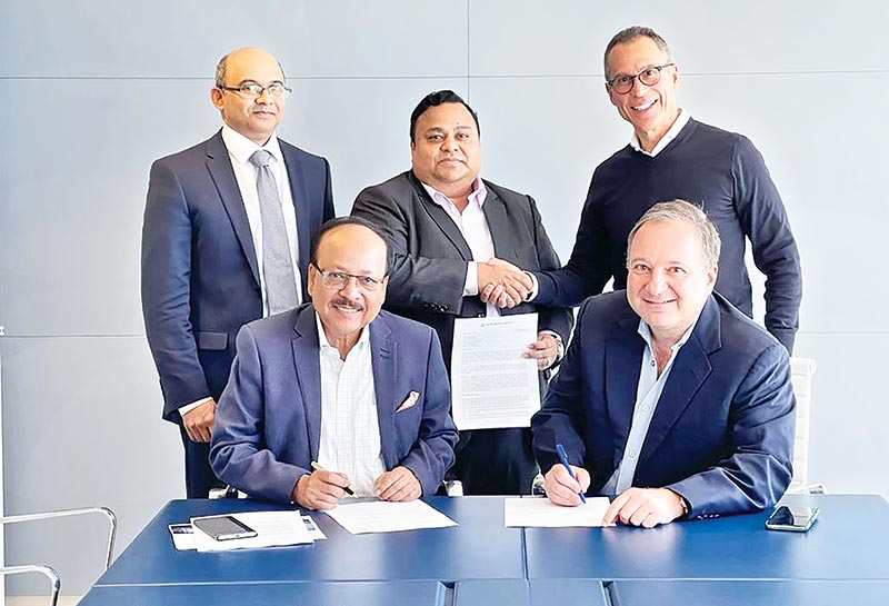 Padma Bank Managing Director and Chief Executive Officer Ehsan Khasru and DelMorgan President and CEO Neil Morganbesser sign a MoU on investment on behalf of their respective organisations in presence of Padma Bank Chairman Chowdhury Nafeez Sarafat and DelMorgan Chairman Rob Delgardo (shaking hands behind) in Santa Monica, Los Angeles, USA on Thursday last.