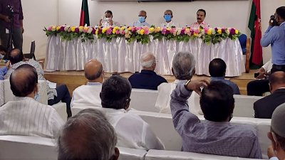 BNP policymakers sit with central leaders