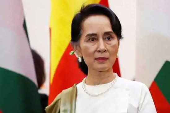 Suu Kyi back in court after health no-show