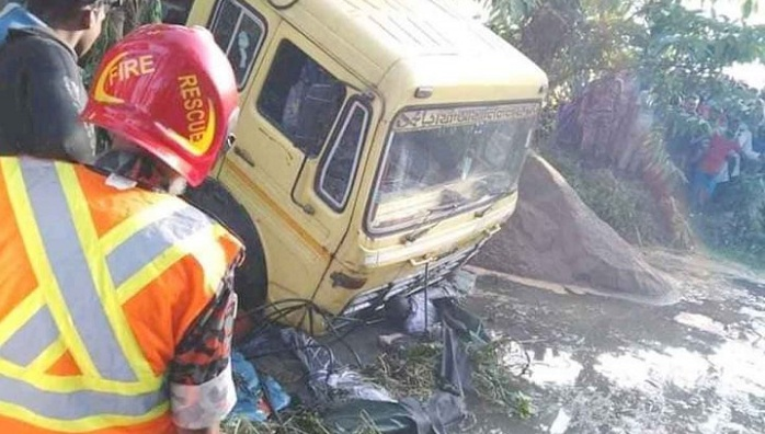 Four drowned being dragged by truck into ditch