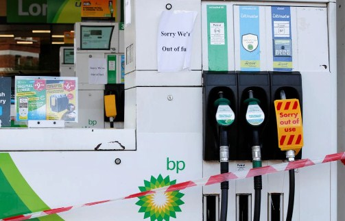 Panic buying leaves up to 90% of fuel pumps dry in UK cities