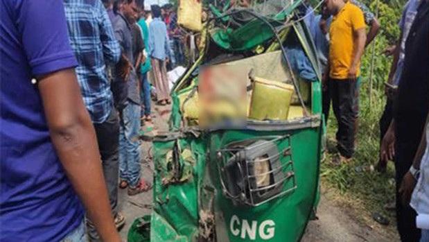 Siblings among three killed as bus hits CNG
