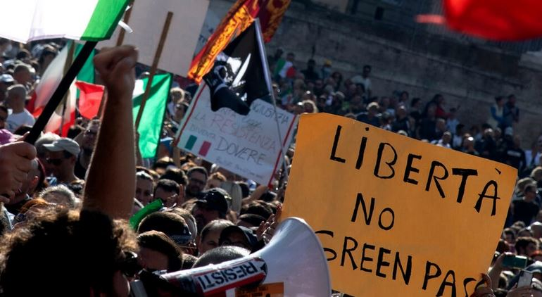 """Protesters in Italy's capital Rome demonstrated on October 9, 2021, against the mandatory """"green pass"""" implemented to limit the spread of Covid-19 Tiziana FABI AFP"""